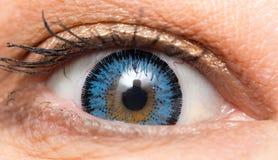 Blauwe lenzen in de ogen sluit royalty-vrije stock foto