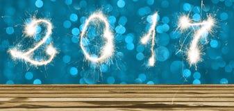 Blauwe lichte bokehachtergrond en houten vloer met het teken van 2017 Stock Afbeelding