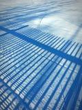 Blauwe lijnen in sneeuw Stock Fotografie