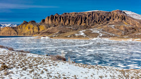 BLAUWE MESA RESERVOIRE MET SNEEUW, Nationaal de Recreatiegebied van Sapinero Curecanti, Weg van weg 50 tussen Gunnison en Montros Stock Afbeelding