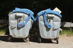 Blauwe metaal reciyling bakken Royalty-vrije Stock Foto's
