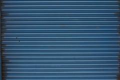 Blauwe metalldeur royalty-vrije stock fotografie