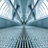 Blauwe moderne escalatorr Stock Foto