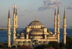 Blauwe moskee bij zonsondergang Stock Fotografie