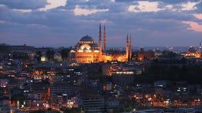 Blauwe Moskee bij zonsondergang, over de moskee mooie wolken Gezichten Istanboel, Turkije stock video