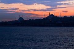 Blauwe Moskee en Hagia Sophia in zonsondergangscène stock foto