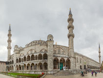 Blauwe moskee onder zware hemel Royalty-vrije Stock Foto