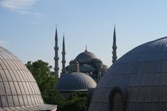 Blauwe Moskee - sultan-Ahmet-Camii zoals die van de Fontein in het Park wordt gezien, in Istanboel, Turkije Royalty-vrije Stock Afbeelding