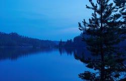 Blauwe nacht in Ladoga Stock Fotografie