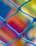Blauwe netto dichte omhooggaande en zeer kleurrijke achtergrond in kinderen playg Stock Afbeeldingen