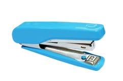Blauwe nietmachine die op wit wordt geïsoleerd_ Stock Foto's