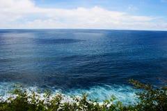 Blauwe oceaan in Bali Stock Foto