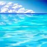 Blauwe oceaan en bewolkte blauwe hemel Royalty-vrije Stock Foto's