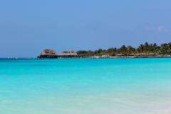 Blauwe oceaankust Zanzibar Stock Foto's