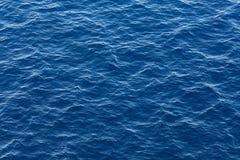 Blauwe oceaanwatertextuur Stock Afbeeldingen