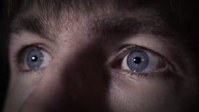 Blauwe ogen en menselijke uitdrukking stock videobeelden