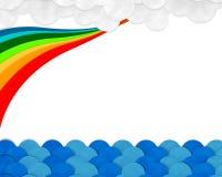 Blauwe overzees en bewolkte dag met kleurrijke regenboog, document besnoeiing en pa's Stock Foto's