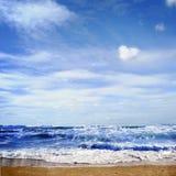 blauwe overzees en perfecte hemel Royalty-vrije Stock Foto
