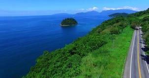 Blauwe overzees en prachtige landschappen Het overzees van Angrados Reis, Rio de Janeiro-staat van Brazilië Prachtige overzees en stock video