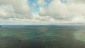 Blauwe overzees en tropisch eiland, zeegezicht, Filippijnen stock videobeelden