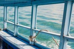 Blauwe overzees op de boot Stock Foto