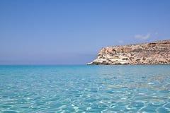Blauwe overzees van Lampedusa, Sicilië. royalty-vrije stock afbeelding