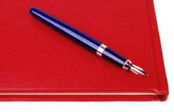 Blauwe pen op notitieboekje Stock Foto