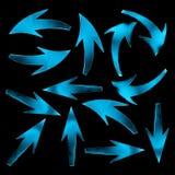 Blauwe pijlen op zwarte achtergrond 3d geef image Stock Foto's