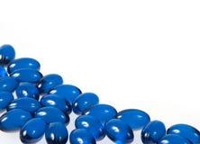 Blauwe pillen die op wit worden geïsoleerdw Royalty-vrije Stock Foto's