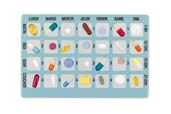 Blauwe pillendoos voor opslag van drugs, met inschrijvingen in het Frans, van ogenblik van de dag van de week op wit royalty-vrije stock foto's