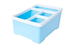 Blauwe plastic die opslagdoos op witte achtergrond wordt geïsoleerd Royalty-vrije Stock Afbeelding