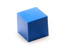 Blauwe plastic kubus op wit Stock Afbeeldingen
