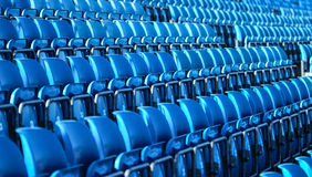 Blauwe plastic rijen van zetels Stock Afbeelding