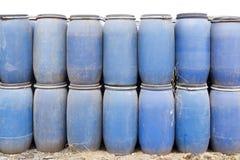 Blauwe plastic vaten Stock Afbeelding