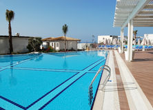 Blauwe pool, witte tent in een Turks hotel Sirius Deluxe Stock Afbeeldingen