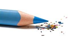 Blauwe potlood en spaanders Stock Fotografie
