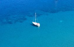 Blauwe reis op Egeïsche Overzees/Marmaris - Kumlubuk royalty-vrije stock afbeelding
