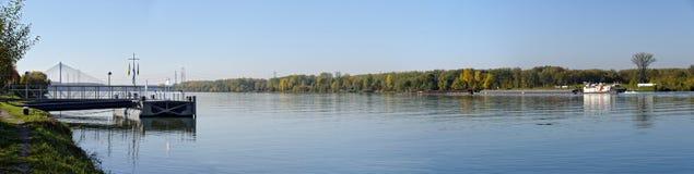 Blauwe rivier Donau Royalty-vrije Stock Afbeeldingen