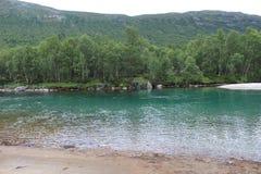 Blauwe rivier in Noorwegen Stock Afbeelding