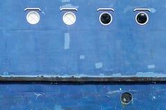Blauwe schil van oude schiptextuur met ronde patrijspoorten royalty-vrije stock afbeeldingen
