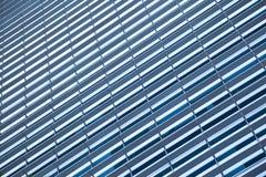 Blauwe, schone glasmuur van moderne wolkenkrabber Royalty-vrije Stock Fotografie