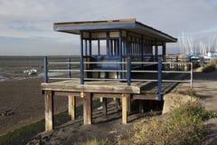 Blauwe Schuilplaats bij Leigh-op-Overzees, Essex, Engeland Royalty-vrije Stock Foto
