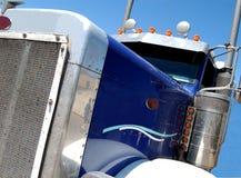 Blauwe Semi Vrachtwagen Royalty-vrije Stock Foto