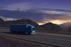 Blauwe Semi Vrachtwagen Stock Afbeeldingen