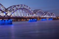 Blauwe spoorwegbrug Stock Foto