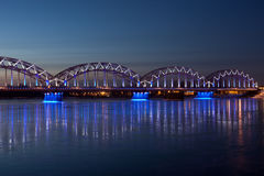 Blauwe spoorwegbrug Stock Foto's