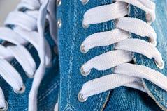 Blauwe sportenschoenen Stock Foto
