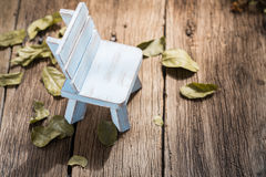 Blauwe stoel in de herfst Stock Afbeelding