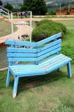 Blauwe stoel in de tuin Royalty-vrije Stock Fotografie