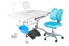 Blauwe stoel, grijze schoolbank, blauwe mand, bureaulamp en zwart s Stock Foto